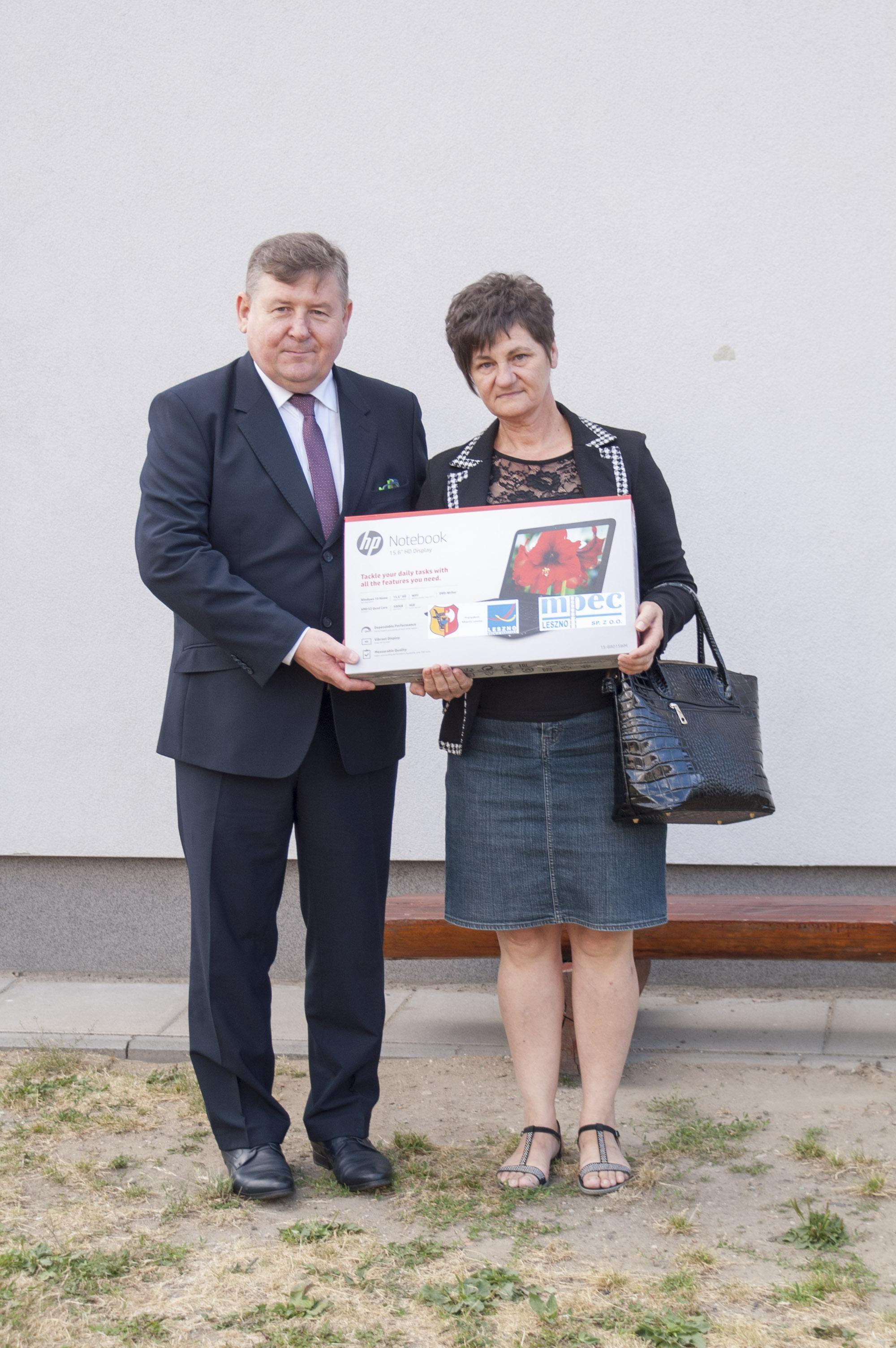 Krzysztof Majchrzak – Dyrektor MPEC orazmama Laureata konkursu